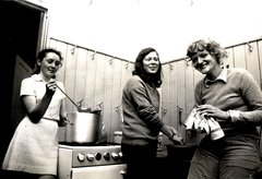 1971 Mary Cronin, Britt Hammerberg and Bodil Reiff in Benburb St.